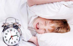 будильник звенит